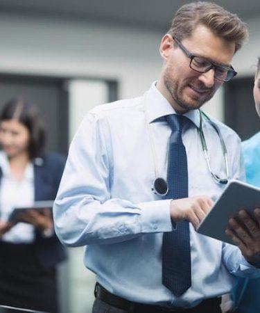 Cómo convertirse en administrador de un hospital